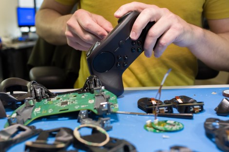 steam-controller-assembly_1