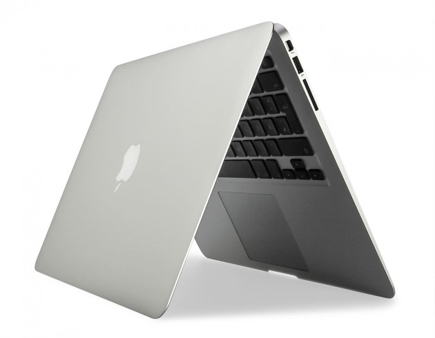 MacBook Air aufgeplappt