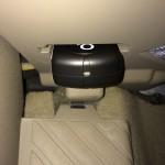 Glück gehabt: In einem Audi A4 sitzt die OBD-II-Buchse versteckt im Fußraum. Der o2 Car Connector lässt sich einfach installieren und behindert nicht den Fahrer.