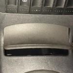 Aschenbecher ade: Bei einem VW Polo befindet sich der OBD-II-Port in der Mittelkonsole hinter dem Ascher. Die Abdeckung lässt sich nicht mehr schließen, wenn man den Connector einsetzt.
