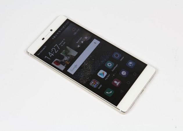 Huawei Ascend P8 seitlich Homescreen