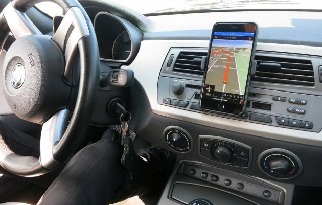 Smartphone Navigation im Auto