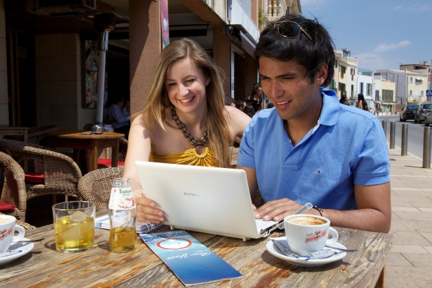 Mobiles Internet Ausland Notebook Cafe