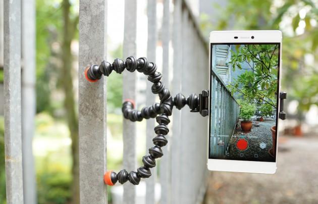 Smartphone auf Mini-Stativ