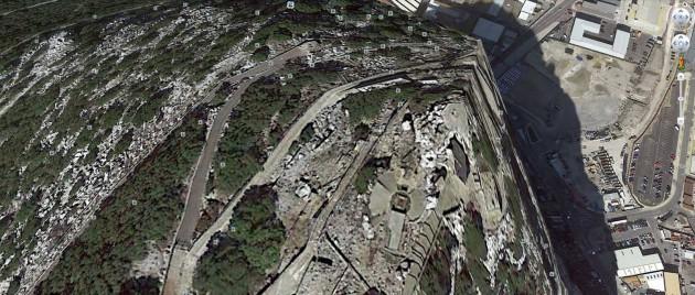 Wenn es funktioniert, ist es grandios: die Navigation in Google Earth. Wer erkennt den bekannten Felsen auf dem Bild?