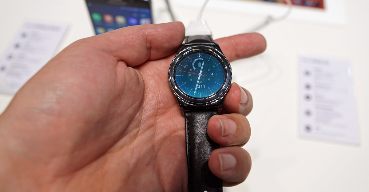 IFA 2015: Samsungs runde Smartwatch Gear S2 mit dem Dreh (Hands-on-Video)
