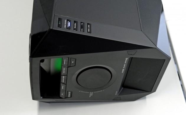 Bedienelemente hat die Sony GTK X1BT reichlich.