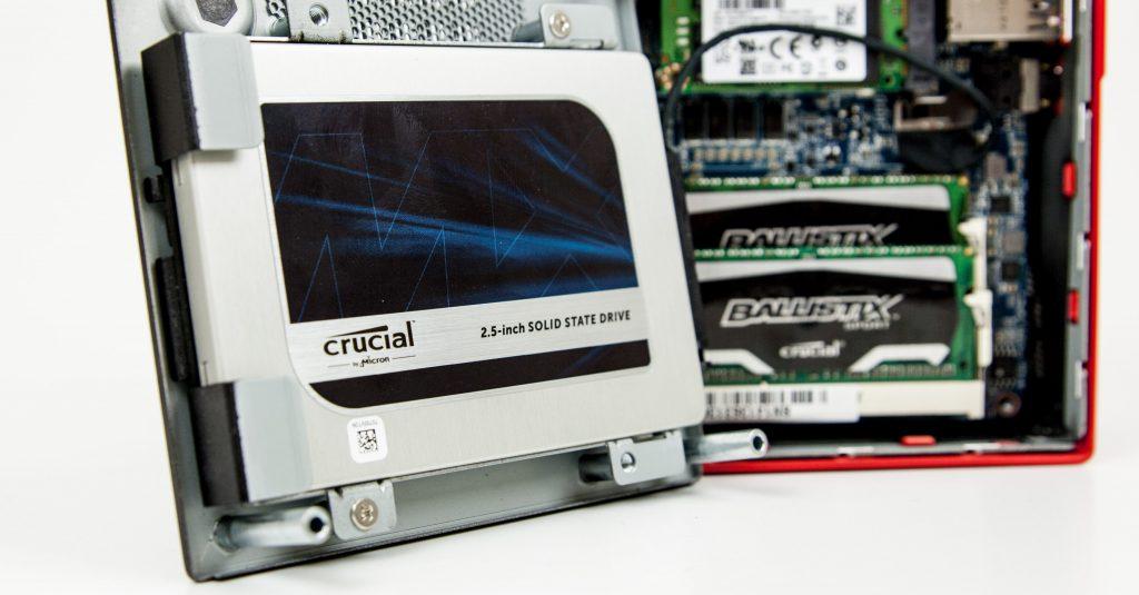 Viel Kapazität, aber auch schnell? Die Crucial MX200 SSD im Kurztest.