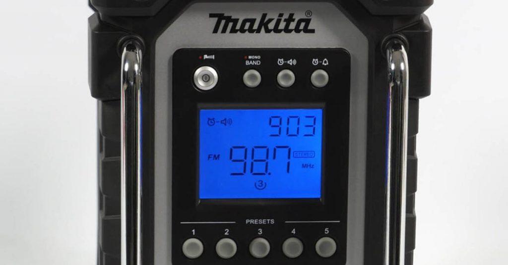 Test Makita DMR102: Robustes Überall-Radio