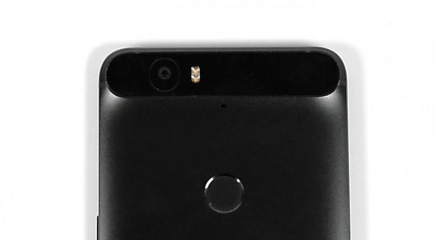 Die Kamera des Nexus 6P überzeugt, kann aber nicht ganz mit der Spitzengruppe mithalten.
