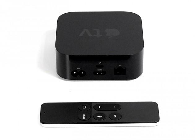 Das Apple TV 4 von hinten mit der neuen Remote.