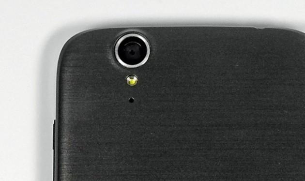 Das Acer Liquid Z630 besitzt einen guten Blitz, aber nur eine durchschnittliche 8-Megapixel-Kamera.