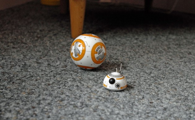 Manchmal verliert der Sphero BB-8 den Kopf.
