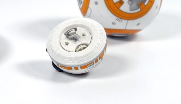 Schon nach kurzer Zeit sammelt sich Schmutz unter dem Kopf vom BB-8.