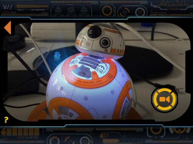 Die Hologramm-Funktion des Sphero BB-8 ist eine nette Spielerei, die schnell langweilig wird.