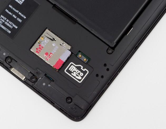 Unverzichtbar für Vielknipser: Micro-SD-Slot