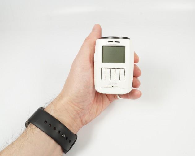 EUROtronic sparmatic ZERO Heizkoerperthermostat in Hand