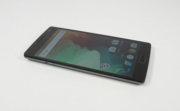 OnePlus 2 liegend