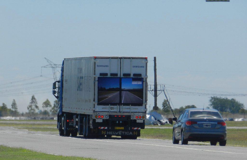 Samsung schickt LKW mit Heck-Display auf die Straße