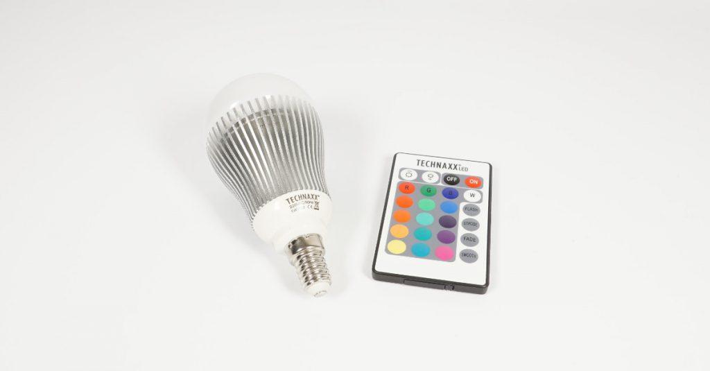 Test Technaxx LED RGB Bulb: Fernbedienbare farbige LED-Lampe zum Einstiegspreis
