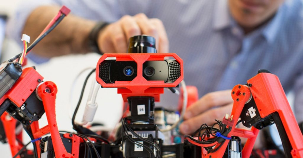Siemens: Roboterspinnen drucken gemeinsam in 3D