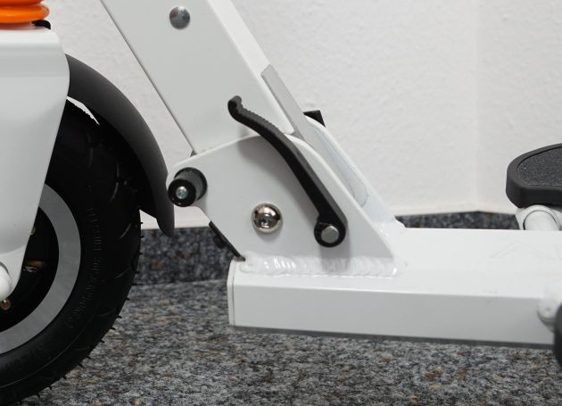 AirWheel Elektro-Scooter Z3 Klappmechanismus