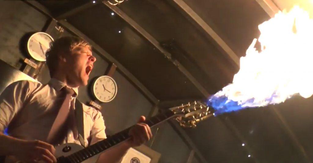 Intel Curie inside: Arduino-gesteuerte E-Gitarre mit Flammenwerfer