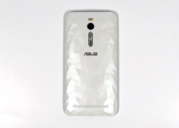Asus_ZenFone2_Deluxe_hinten