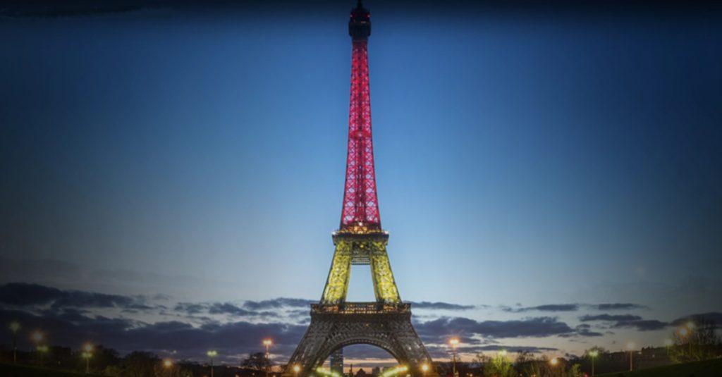 EURO 2016: Eiffelturm illuminieren per Facebook & Co.