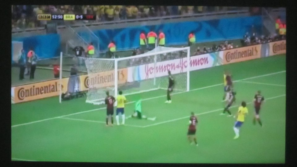 Lenovo Yoga 2 Pro-1380F – Fußball schauen im Dunkeln