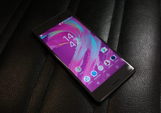 Sony Xperia X liegend