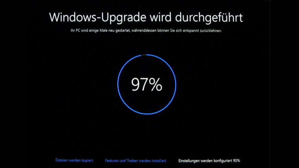 Upgrade auf Windows 10 läuft (97%)
