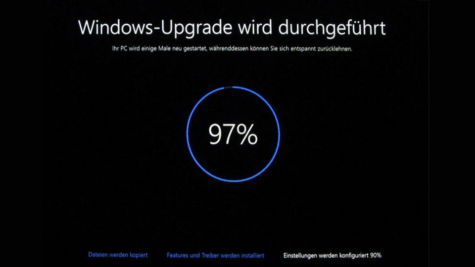 Upgrade auf Windows 10 läuft (97%)