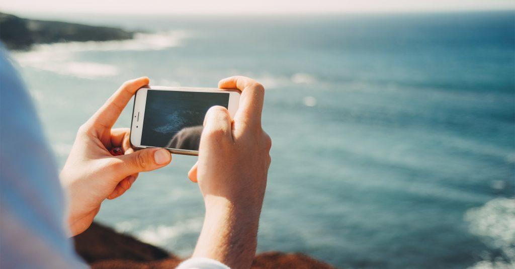 Mit der FRITZ!Box im Urlaub günstig telefonieren und sicher surfen