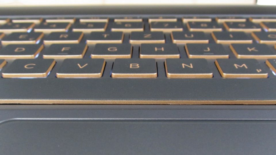 HP-Spectre-13-v002ng–tastatur-2