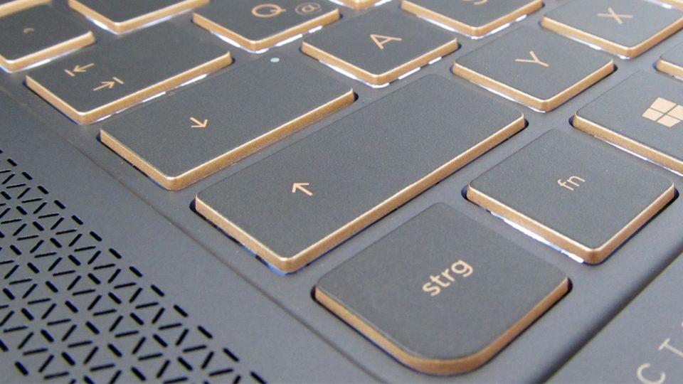 HP-Spectre-13-v002ng–tastatur-4