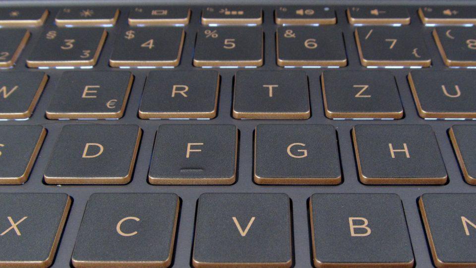 HP-Spectre-13-v002ng–tastatur-7