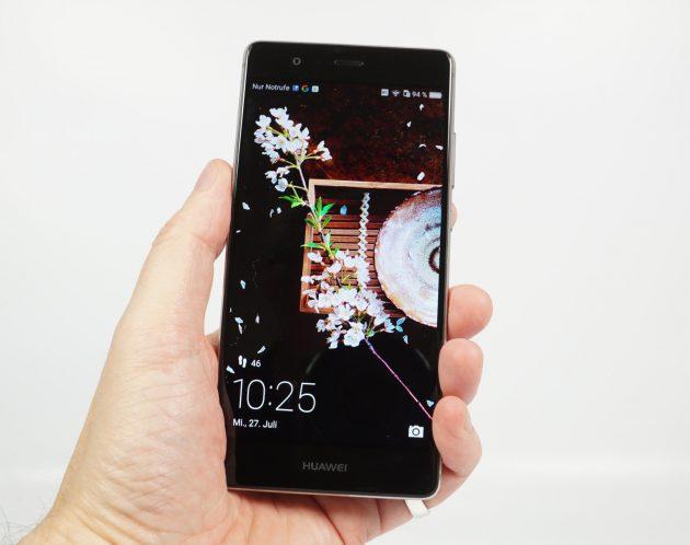 Huawei P9 in Hand
