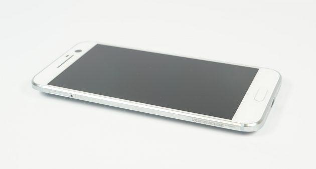 HTC 10 liegend