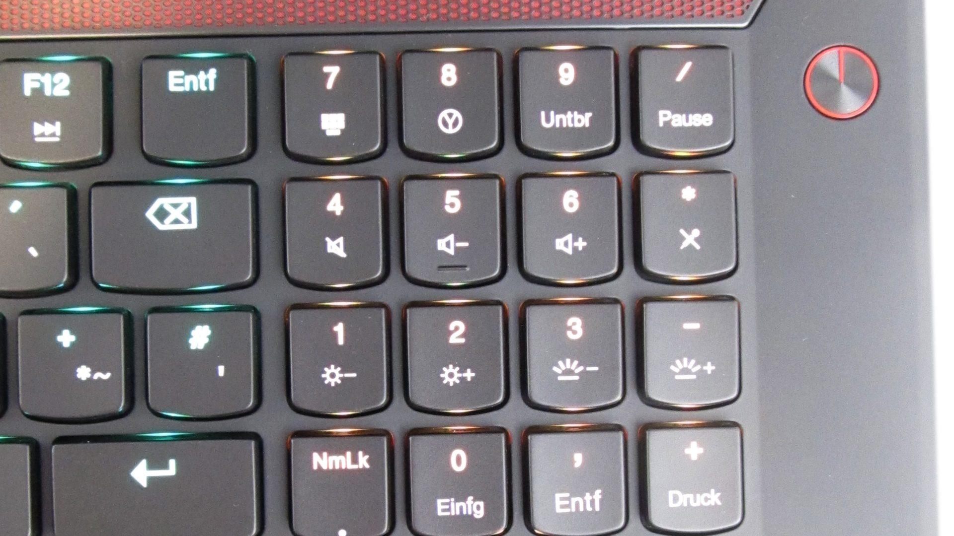 Lenovo-Y900-17ISK-Tastatur_3