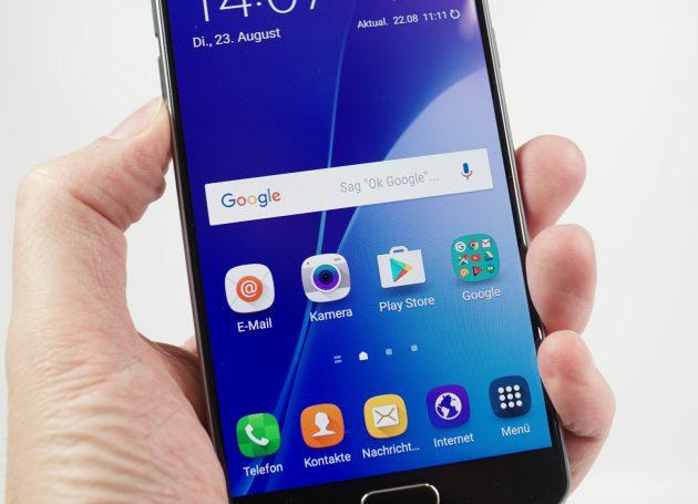 Samsung Galaxy A5 2016 Display in Hand