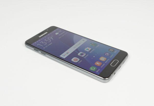 Samsung Galaxy A5 2016 seitlich liegend Display ein