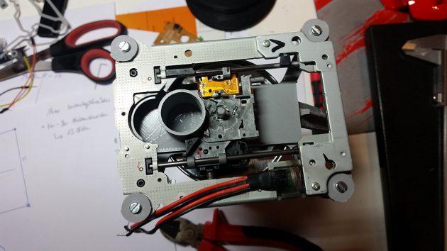 Ein DVD-Laufwerk als  Schieber. Der Motor erwies sich allerdings als zu schwach
