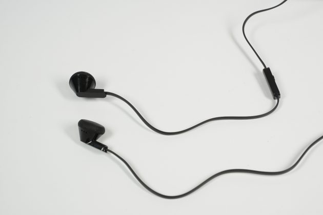 htc-desire-628-headset
