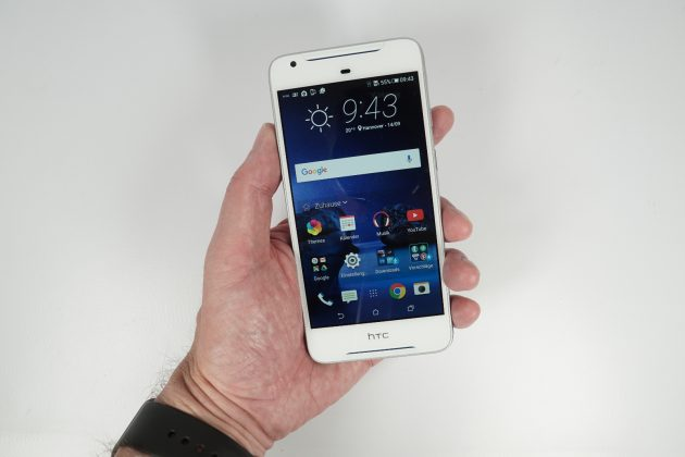 htc-desire-628-in-hand