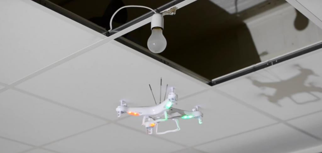 Dinge, die man mit einer Drohne nicht machen sollte: Glühlampen tauschen