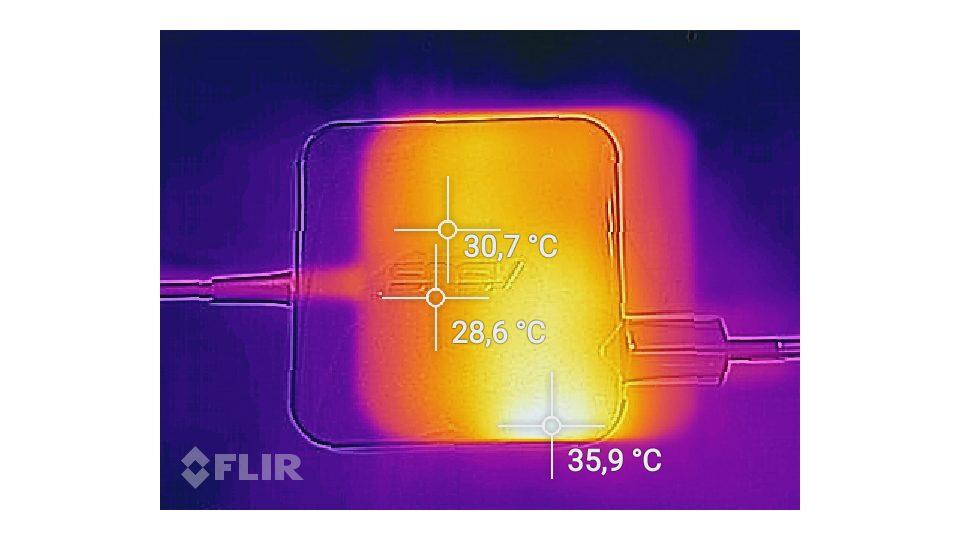 Asus Zenbook UX330UA-FC079T Hitze_3