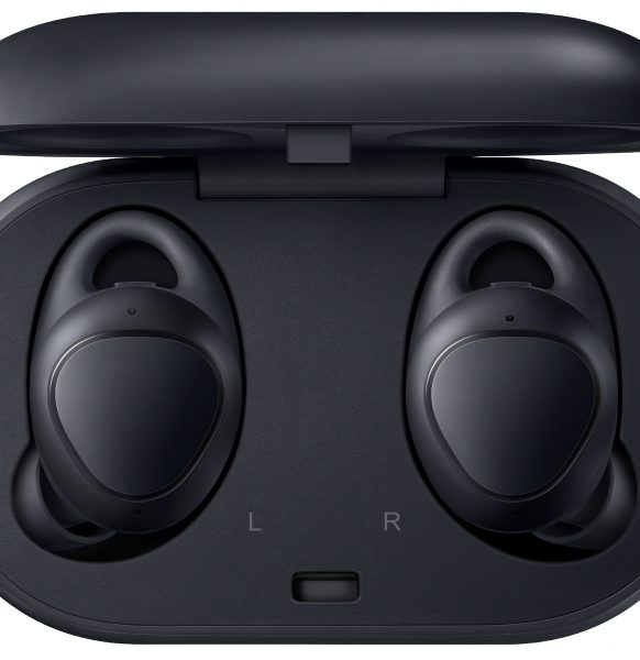 08-Gear-IconX_Black_Case-opened