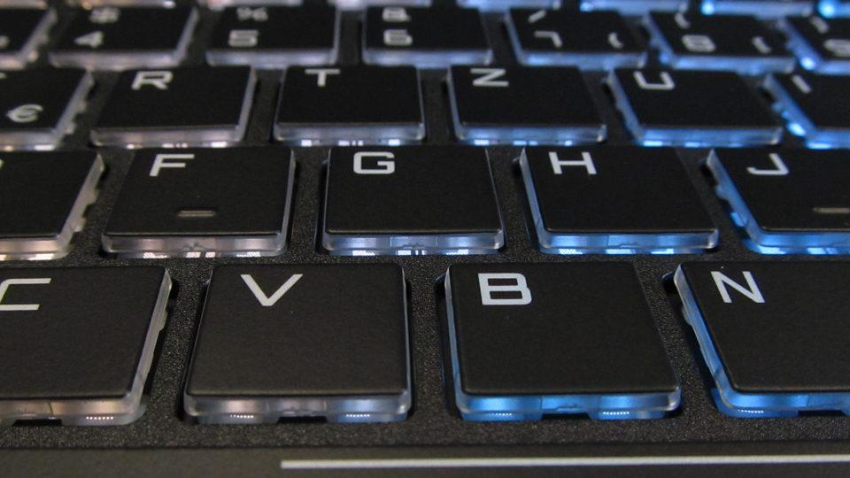 SCHENKER XMG A517-dxf tastatur_6