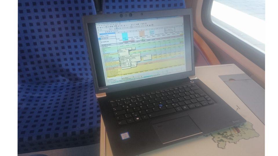 Toshiba-Tecra-X40-Bahn_2